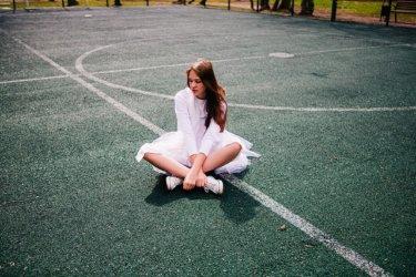 キャサリン妃の足元を飾るスニーカーにブームの予感【メーガン妃も】